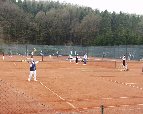 tennis-bu-1-action28401.JPG